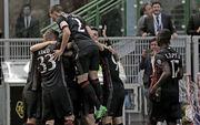 Милан разгромно победил Палермо, Интер уступил Кротоне