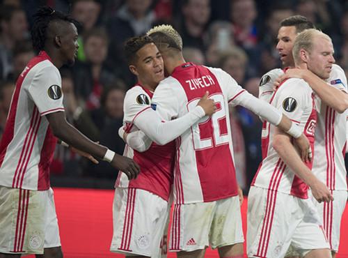 Трое футболистов Аякса попали в команду недели Лиги Европы