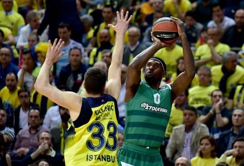 Игроков Панатинаикоса жестоко наказали за поражение в Стамбуле