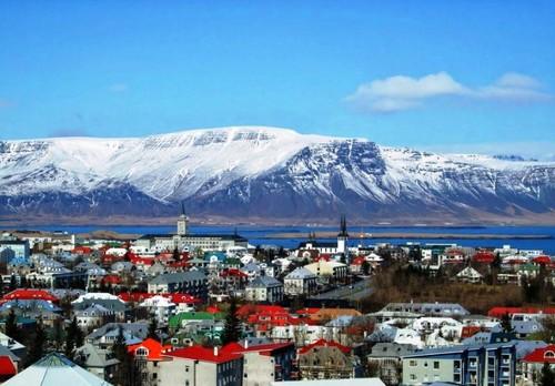 Едем с нами в Исландию на футбол, ледники и гейзеры!