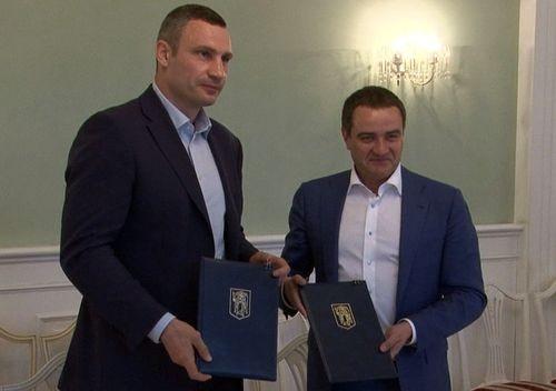 Кличко и Павелко подписали меморандум о сотрудничестве