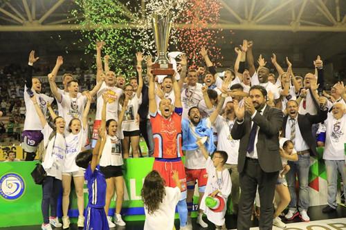 Онорио и Фолья тоже плачут: Лупаренсе в шестой раз чемпион Италии!