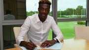 Челси продлил контракт с Абрахамом и отдал его в Суонси