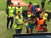 Задержанную на матче Украина-Турция голую Femen отпустили