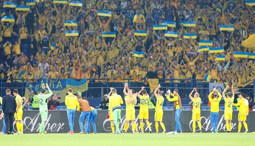 Как стадион Металлист исполнял гимн перед матчем Украина — Турция