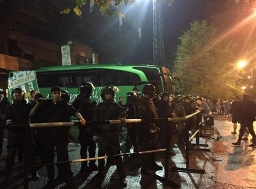 Спецназ врятував гравців Карпат від розлючених фанатів