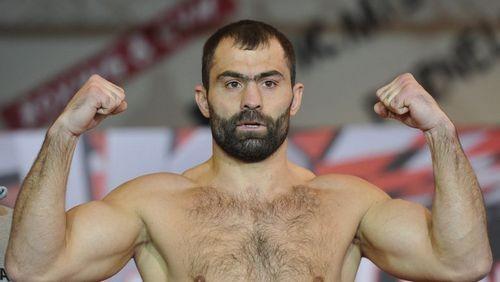 Боксер Рахим Чахкиев завершил карьеру