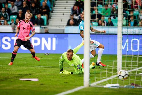 Группа F. Словения не уступила Шотландии, Словакия финишировала второй