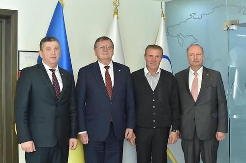 Бубка зустрівся з керівництвом Європейської конфедерації волейболу