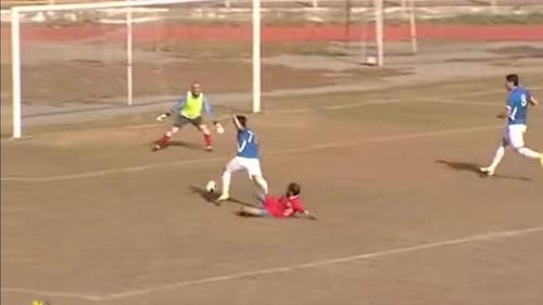 В чемпионате Азербайджана вратарь сыграл в манишке без номера