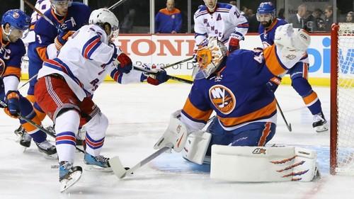 НХЛ. Айлендерс выиграли нью-йоркское дерби, Баффало обыграл Эдмонтон