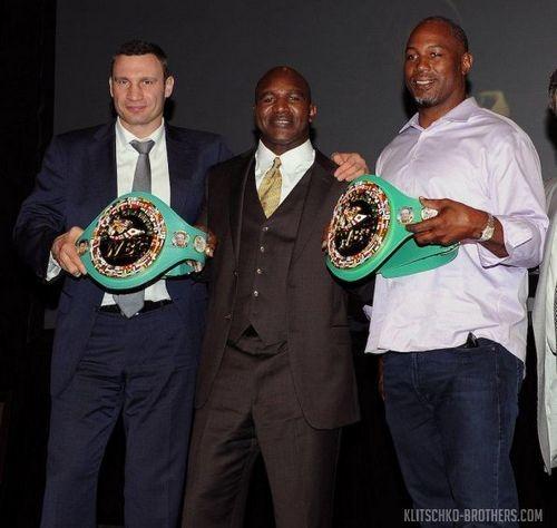 ФОТО ДНЯ: Виталий Кличко, Холифилд и Льюис посетили съезд WBC