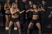 ДЕВУШКИ ДНЯ. Бойцы UFC устроили танцевальный баттл на взвешивании