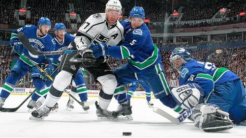 НХЛ. Ванкувер обыграл Лос-Анджелес, Питтсбург - Каролину. Матчи cреды