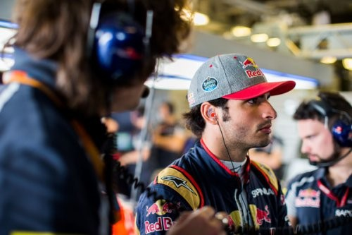 Карлос Сайнс не собирается на место второго пилота в Мерседес