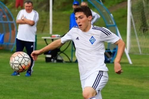 Динамо подписало контракт с воспитанником своей академии