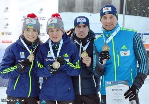 Украинские биатлонисты не стали слушать гимн России