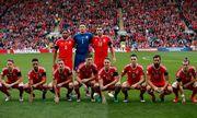 Сборная Уэльса делает странные фото перед матчами