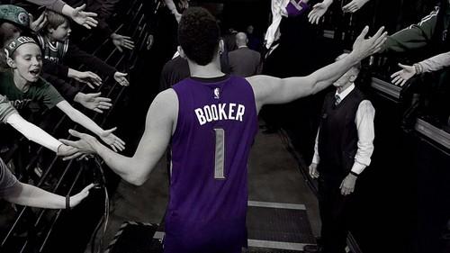 НБА. 70 очков Девина Букера не спасли Финикс от поражения Бостону