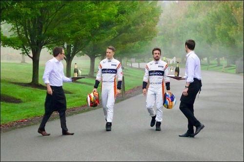 Гонщики McLaren снялись в рекламе шампанского