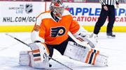 Вратарь Филадельфии потерял сознание во время матча НХЛ