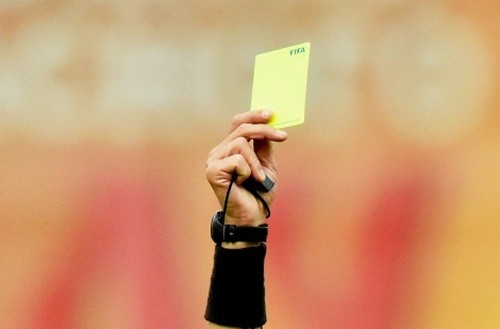 ФФУ сможет наказывать игроков за умышленное получение карточек