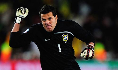 Жулио Сезар эмоционально завершил карьеру матчем на Маракане