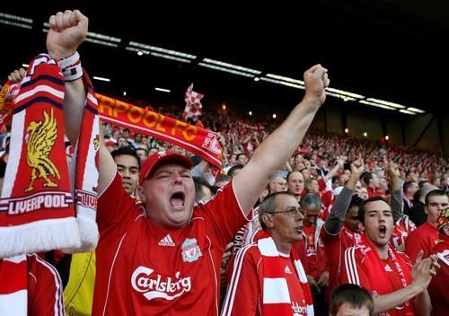 Фанаты Ливерпуля и Ромы устроили драку перед Энфилдом