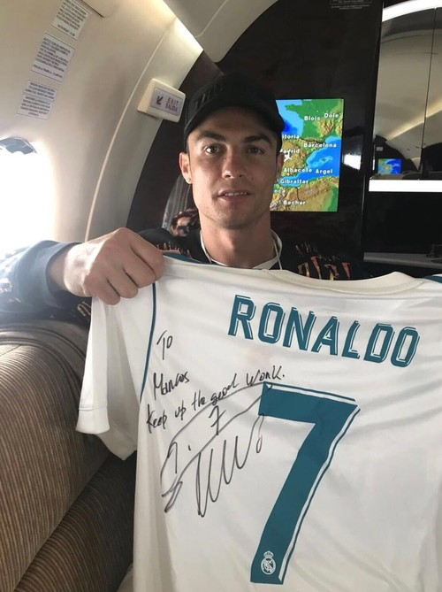 ФОТО ДНЯ. Роналду подарил футболку Рэшфорду
