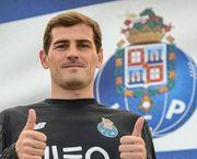 Касильяс подписал контракт с Порту