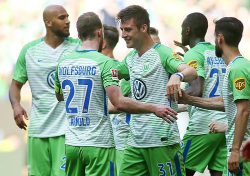 Вольфсбург обыграл Хольштайн в 1 матче за право выступать в Бундеслиге