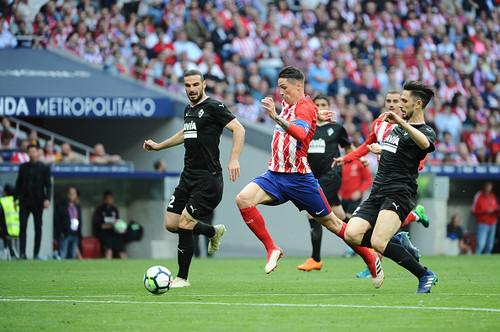 Торрес забил два гола в прощальном матче за Атлетико
