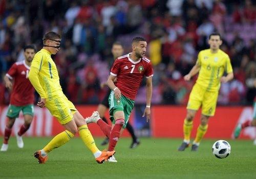 Сотни марокканских фанатов выбежали на поле после матча с Украиной