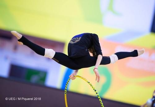 Видео онлайн на гимнастике талией