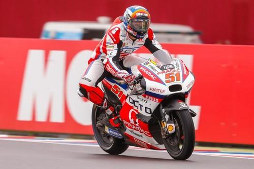 Гонщик Moto-GP попал в жуткую аварию, его доставили в больницу