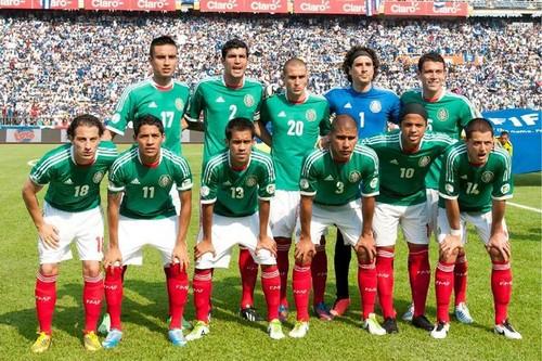 Игроки сборной Мексики провели отвязную вечеринку с девушками эскорта
