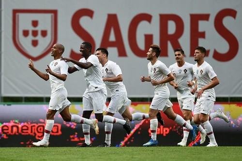 Португалия победила Алжир, забив три сухих мяча