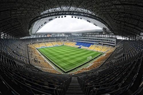 До матча со Словакией на Арене Львов проведут замену газона