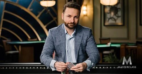 Негреану начал давать уроки покера