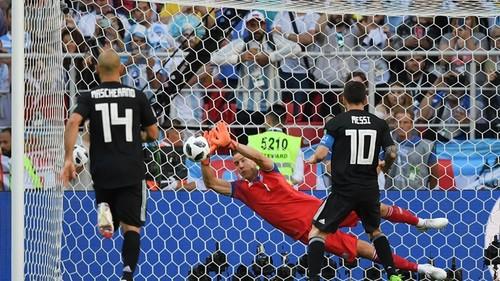 Месси не забил пенальти, Аргентина не смогла обыграть Исландию