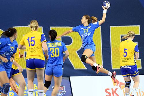 Женская сборная с ничьей стартовала на международном турнире