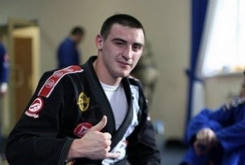 Александр Захожий победил в восьмом бою