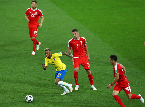 Бразилия уверенно обыграла Сербию и заняла первое место в группе Е