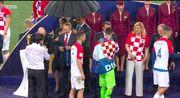 ФОТО ДНЯ. Как охранники спасали Путина от дождя