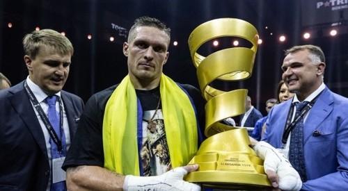 Усик поблагодарил отца Ломаченко: «Папаченко — герой»