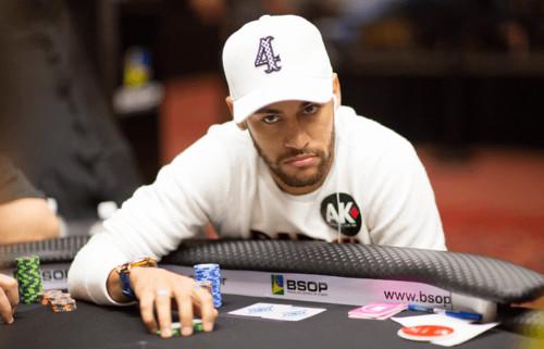 ВИДЕО. Неймар успешно сыграл в покер