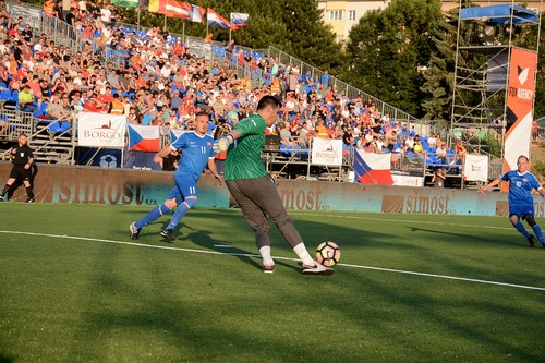 Чим міні-футбол відрізняється від футзалу?