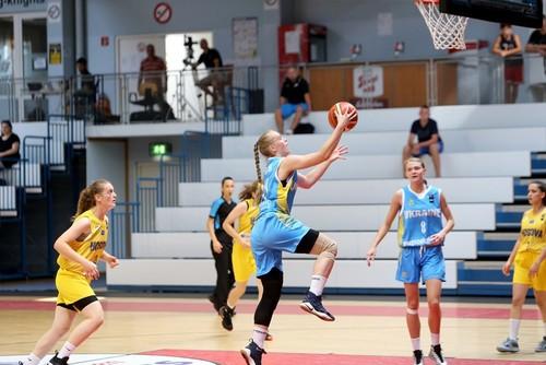 Жіноча збірна України U-18 оформила розгромну перемогу на ЧЄ