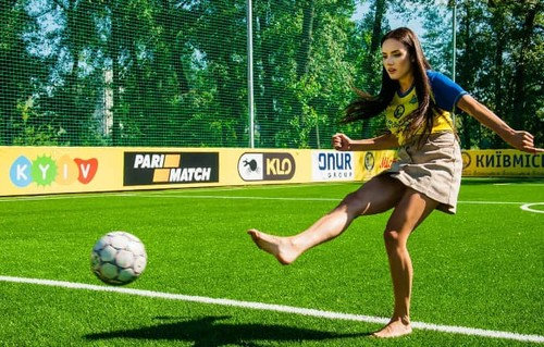 ФОТО ДНЯ. Мисс Украины-2016 и сборная по мини-футболу