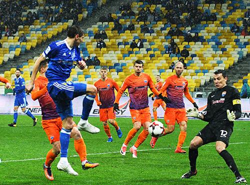 Динамо в дождливом Киеве разгромило Мариуполь